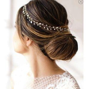 brides&hairpins Lucina Crystal Halo 😇